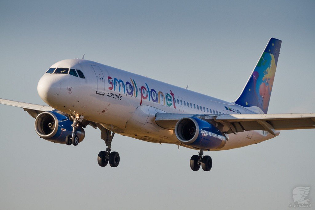 Airbus A320 Small Planet