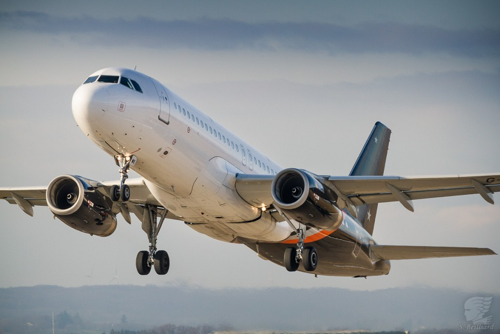 Airbus A320 Titan Airways