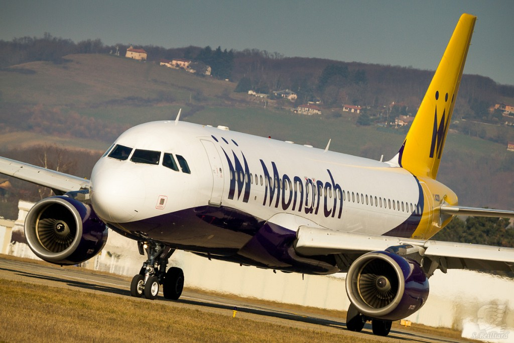 Airbus A320 Monarch